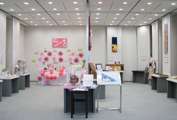 「~受け継がれる家族と絆を繋ぐ新商品~ おむつケーキ×思い出のキモノ」展の展示会全体写真