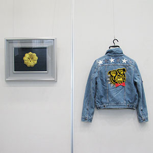 駒刺繍で作られた家紋・マルチコード刺繍のアップリケが付けられたジャケットの写真