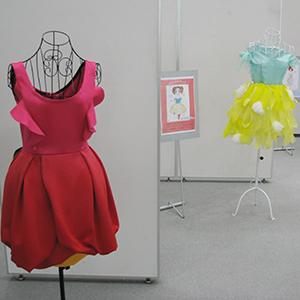 「花をまとうドレスコレクション」展の展示会写真2