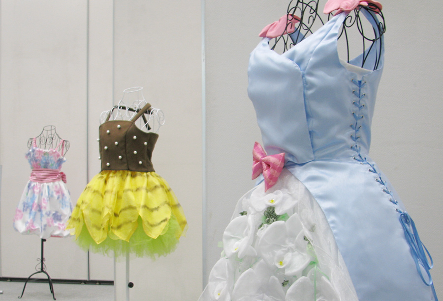 「花をまとうドレスコレクション」展のイメージ写真