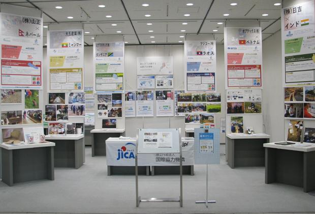 「途上国で活躍する滋賀の企業」展の展示会全体写真1